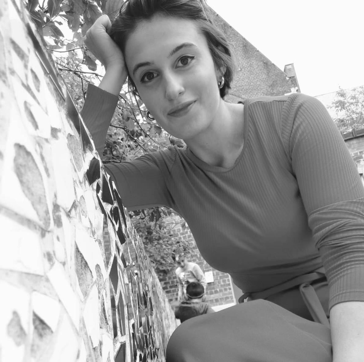 Sophie Staquet ,  Sophietopia .  Afgestudeerd binnen Communicatiemanagement.   Creatieve opvang, createliers en creatieve therapie voor kinderen & jongeren tussen 5 en 14 jaar.