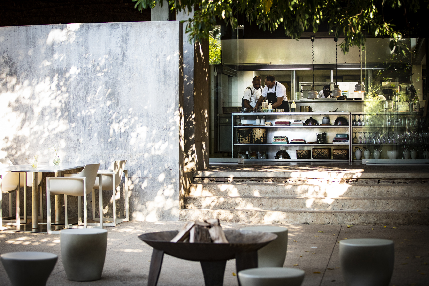 Singita-Lebombo-Lodge-Interactive-Kitchen.jpg
