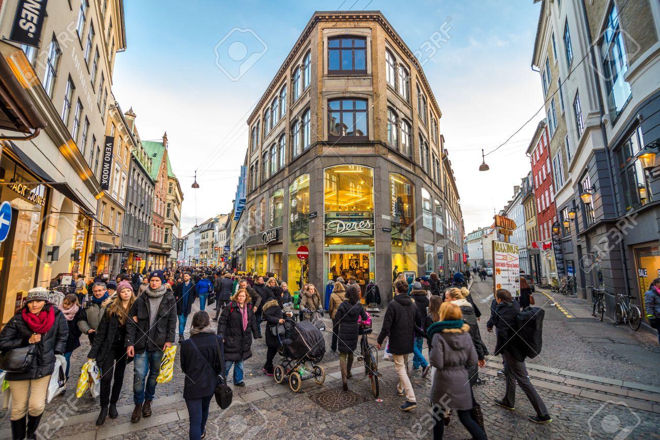 25141486-copenhagen-31-december-2013-people-crowd-at-the-stroget-street-on-december-31-2013-in-copenhagen-.jpg