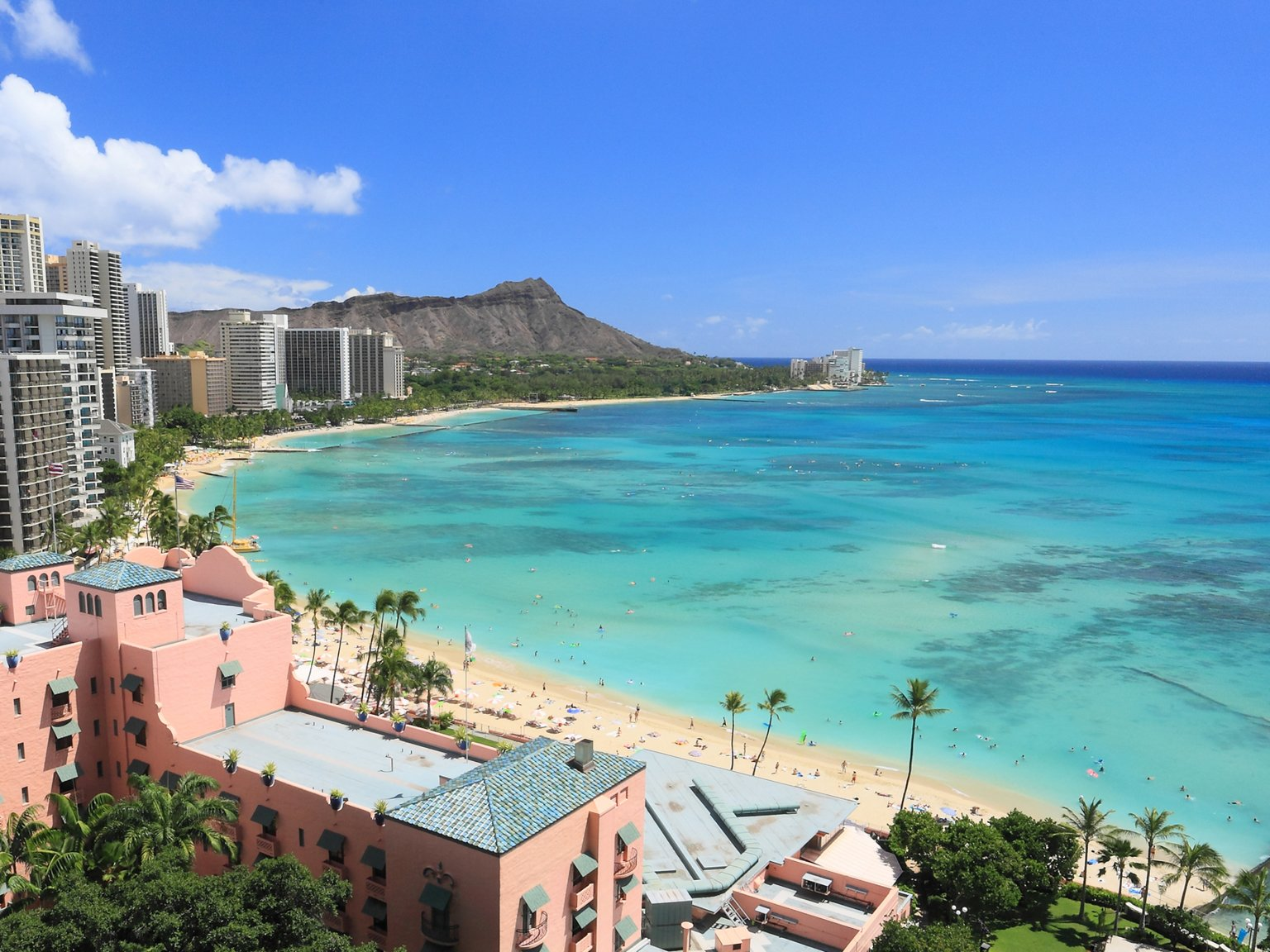 Walk along Beautiful Waikiki Beach! - Getaway for The Coming Winter!!!!