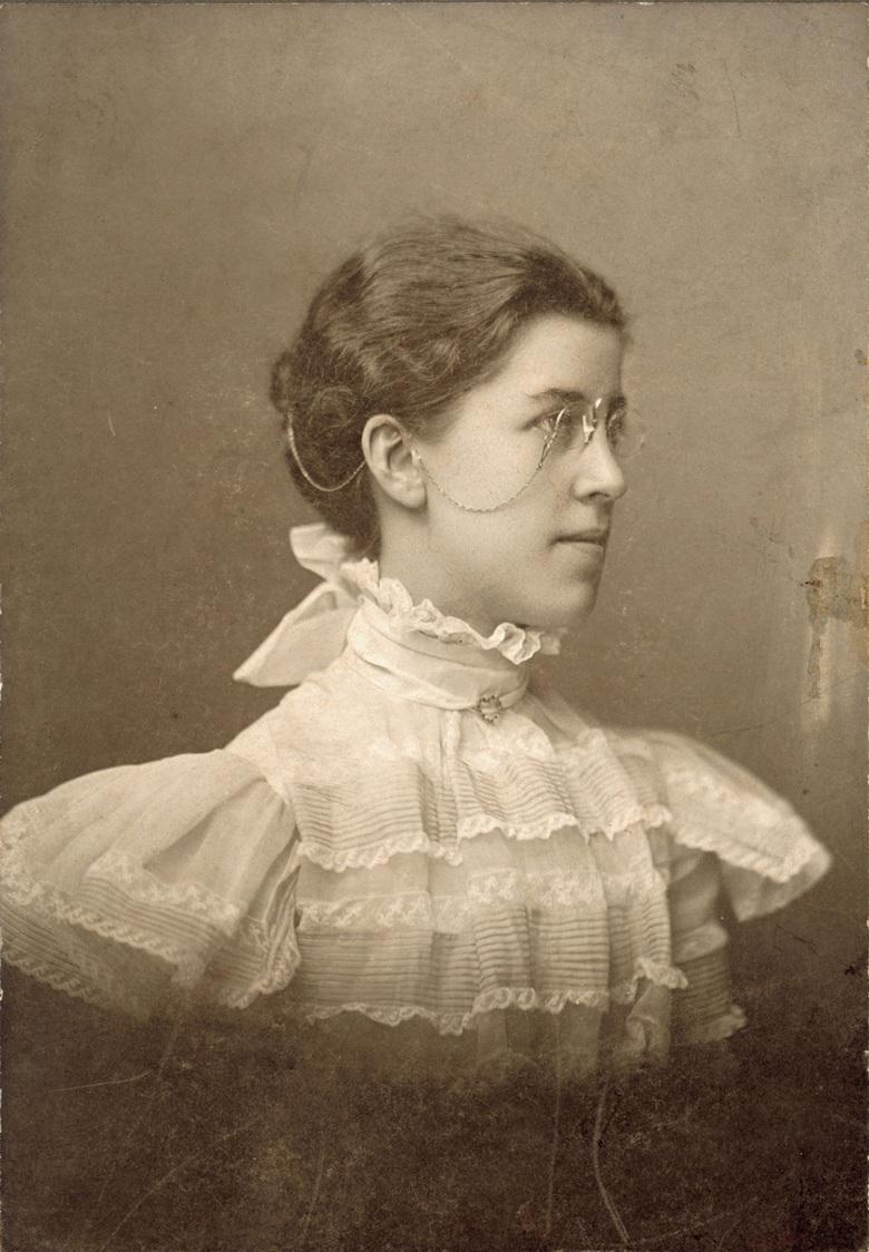 oberlincollegephotographofkatharinewright1898.jpg
