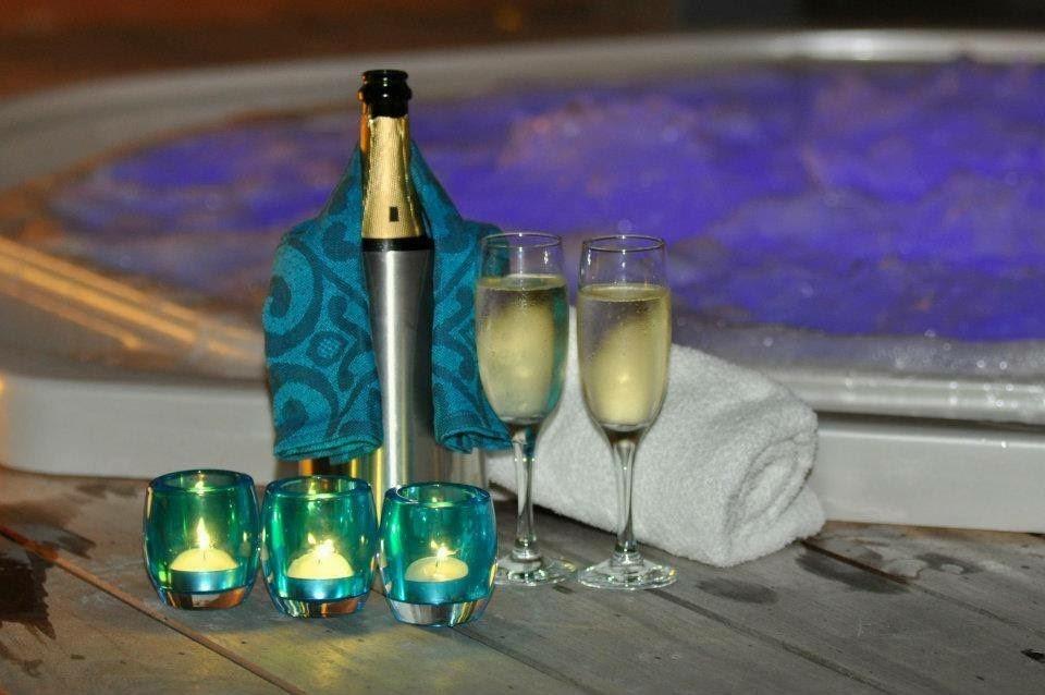Sfeerverlichting, jacuzzi, flesje cava,….  Dat is het leven!  Beleef dit romantische moment met je partner.