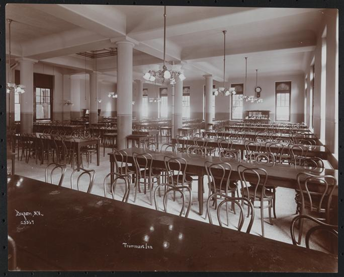 Dining room of the Trowmart Inn, 1906. Byron Company. The Museum of the City of New York.