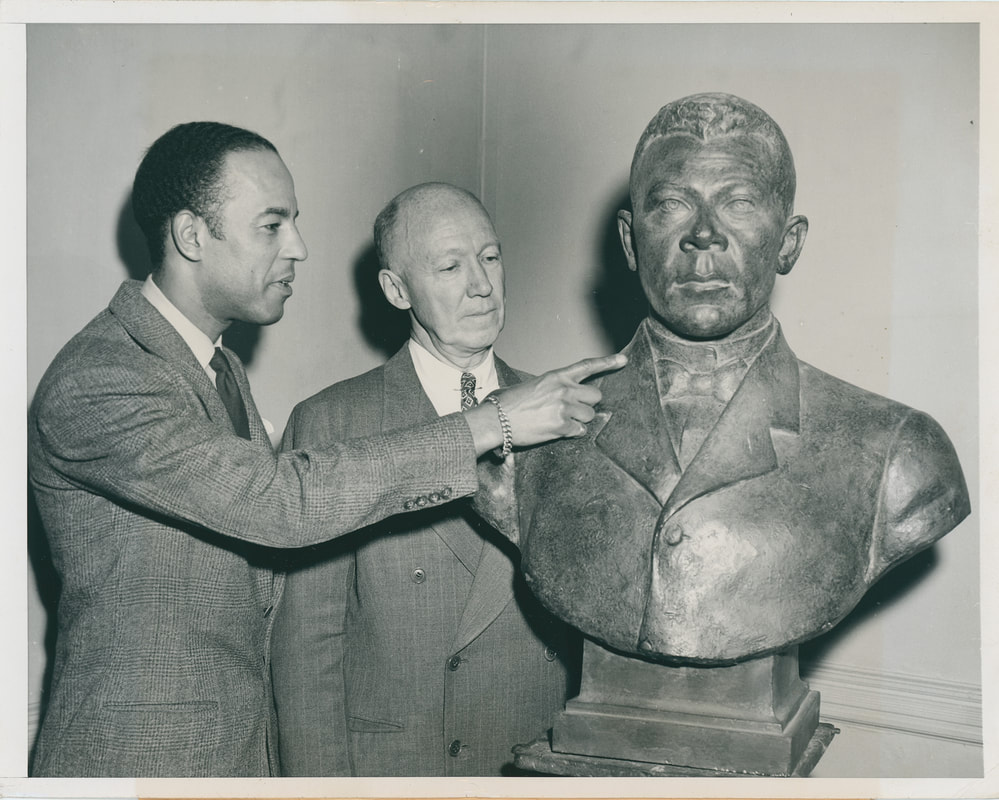 The bust of Booker T. Washington with its sculptor Richmond Barthé, 1946. Bronx Community College Archives.