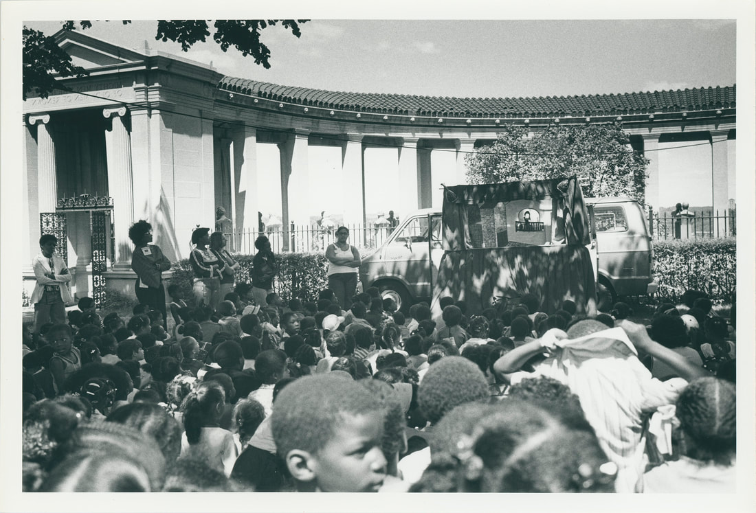 Children's puppet show at Hall of Fame, 1977. Bronx Community College Archives.