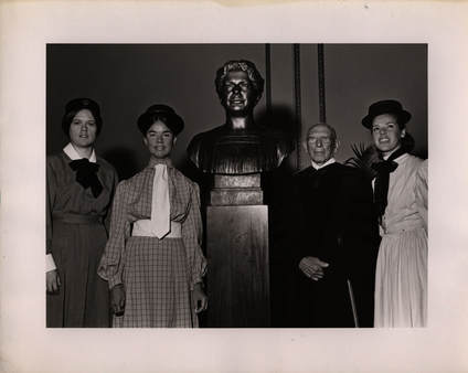 Aaron Rabinowitz with the Wald bust and women dressed in period costumes at the unveiling ceremony, 1971.