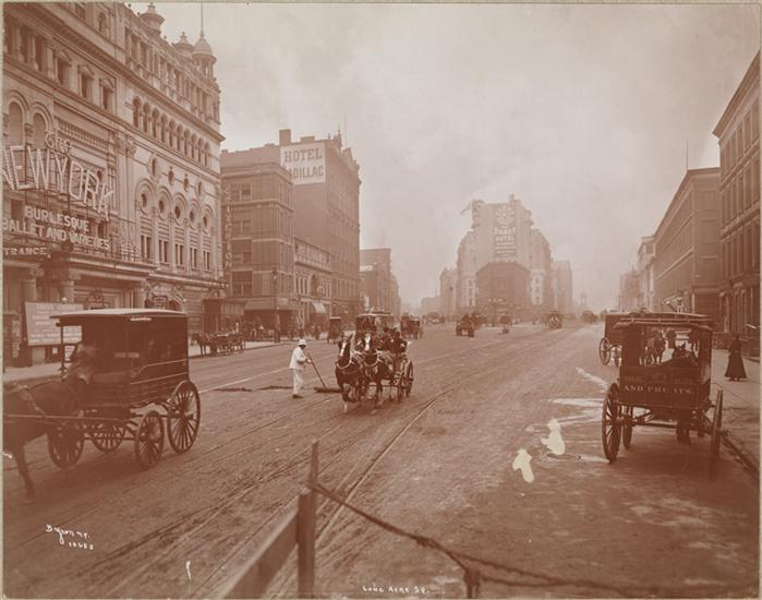Byron Company (New York, N.Y.) Street Scenes Nov. 1900 – Broadway So. From 45th St., 1900. Museum of the City of New York.
