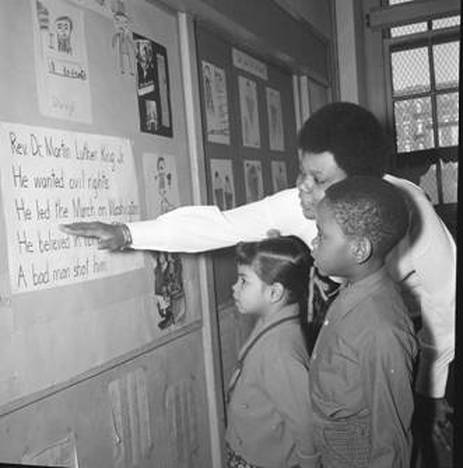 Paraprofessional Doris Hunter teaches about Dr. Martin Luther King Jr. at PS 25 in Brooklyn in 1970 (UFT Hans Weissenstein Negatives Collection, Tamiment Library and Robert F. Wagner Labor Archives, New York University)