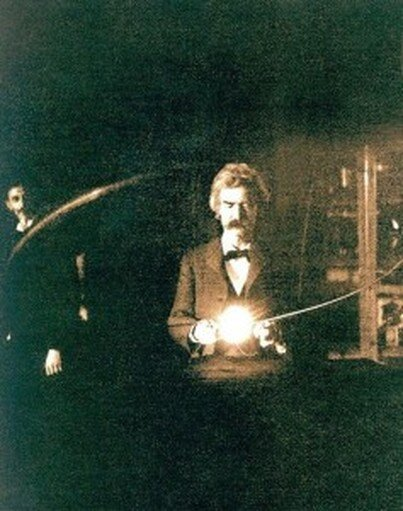 """Mark Twain at Tesla's laboratory, 1893. Tesla is in the background. From T.C. Martin, """"Tesla's Oscillators and Other Inventions,"""" The Century Magazine, 49:916-33 (April 1895), Fig. 13."""