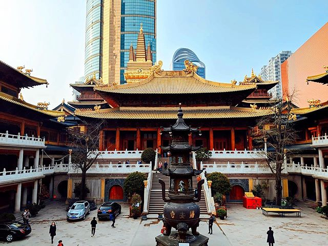 Jing'an Temple #Shanghai ❤️ . . . . . . . . . . . . . . . . . . . . . . . . . . #beautiful #shanghai #china #love #lovetravel #travel #travelasia #travelchina #visit #travelgram #traveller #travelguide #travelholic #traveling #travelbook #instatravel #happylife #asia_vacations