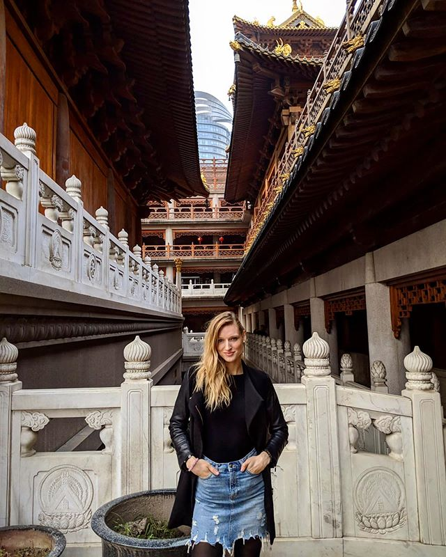 The beautiful Jing'an Temple in #shanghai China 💕 . . . . . . . . . . . . . . . . . . . . . . . #travel #travelphotography #travelblogger #travelgram #travelguide #travelgram #travelholic #travelgirl #girlswhotravel #travelawesome #explore #discover #shanghailife_ #china #luxurylifestyle #explore #discover #asia #loveasia #asia_vacations #holiday #lovelive