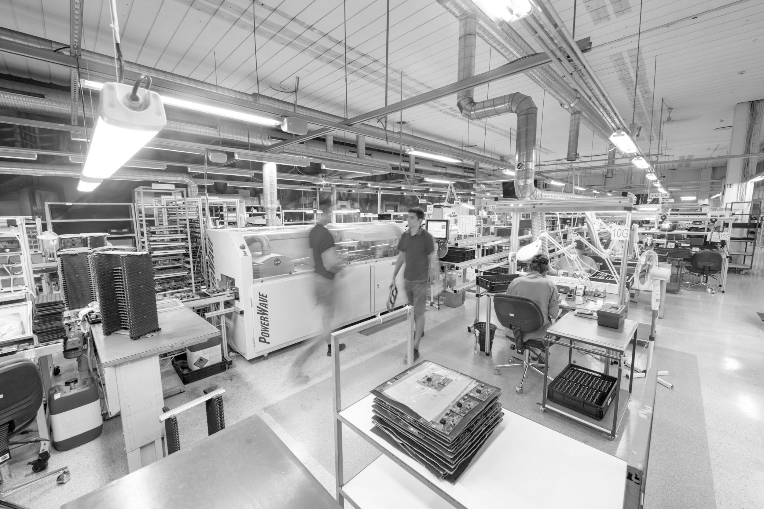 Paslaugos - Siekdami patenkinti elektronikos prietaisų gamintojų ir produktų vartotojų lūkesčius, teikiame kompleksines elektronikos surinkimo paslaugas pritaikydami individualius, geriausiai tinkančius sprendimus.
