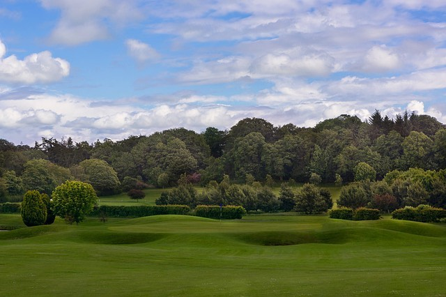 Excited to be working with @kingsacregolf over the summer.  Here's an image of the well guarded 3rd green.  How would you play your approach to this tricky par 5? #golf #golfinscotland #scottishgolf #golfcourses #green #bunker