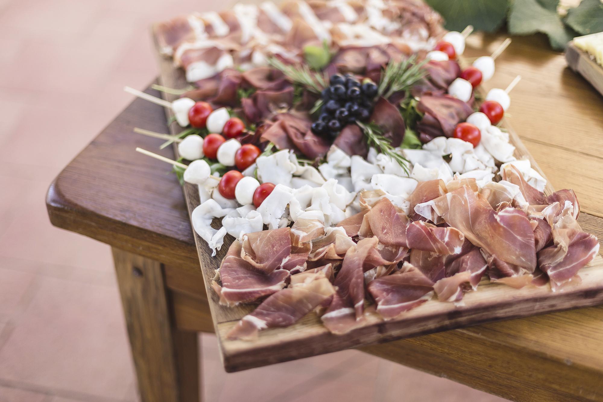 Gastronomia - Volentieri preparo aperitivi e Bio buffet con i nostri prodotti naturali, saporiti e genuini.