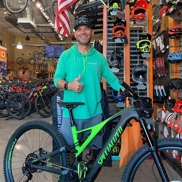 Eric's got that Turbo Smile!! It happened when he got that new Turbo Levo Expert!! It happens every time he's on or around it!! Congrats Eric!! #allmountaincyclery #bootlegcanyon #iamspecialized #turbolevo #turbosmile #ebike #carbonfiber #america #lasvegas #bouldercity #supportlocal #shoplocal #buylocal #newbikeday