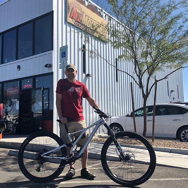 Travis drove out from Kingman, AZ to get rowdy. What he found was the #instantrowdy Stumpy EVO, and the match couldn't be more perfect!! Be prepared for your confidence to go up as this bike bombs down!! #allmountaincyclery #bootlegcanyon  #iamspecialized #stumpjumperevo #29er #newbikeday #mtb #fun #america #lasvegas #bouldercity #supportlocal #shoplocal #buylocal