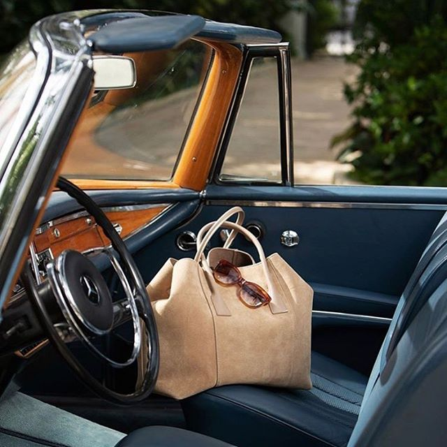 Summertime with @aerin. Stylish and glamorous....🙌 #fabulous #vintagecars #design #palmbeach #accessories #handbags #travel #chic #travelinstyle #yesplease