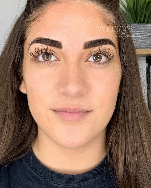 When you have gorgeous brows but want that little extra 🔥🔥 love this transformation.  Swipe to see what she started with ➡️