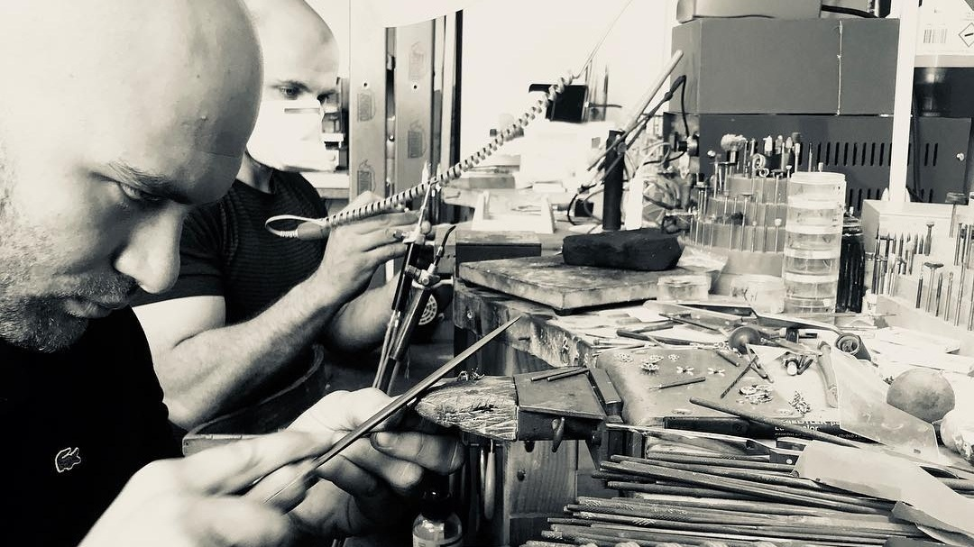 craftsmanship - Incorporating supreme skills learnt from the great Italian master craftsmen, our jewellers are uniquely skilled to design and fabricate beautiful, unique masterpieces. Originally inspired by ancient Roman civilisation and following the old techniques of craftsmanship, we create hand sculptured and fine classic jewellery pieces.