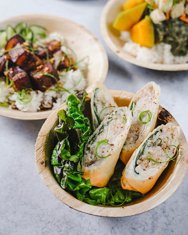 It's FRYDAY! Roll through to our lunch counter and have some of our golden fried sinigang lumpia! We'll be serving lumpia and other rice bowls today AND TOMORROW!  Follow along for more updates on hours and specials. . . We are also still on the look for part time cooks! Email your resumes at baon.dtla@gmail.com or drop by downtown in person! ➡️ @baon.dtla #eatyourbaon