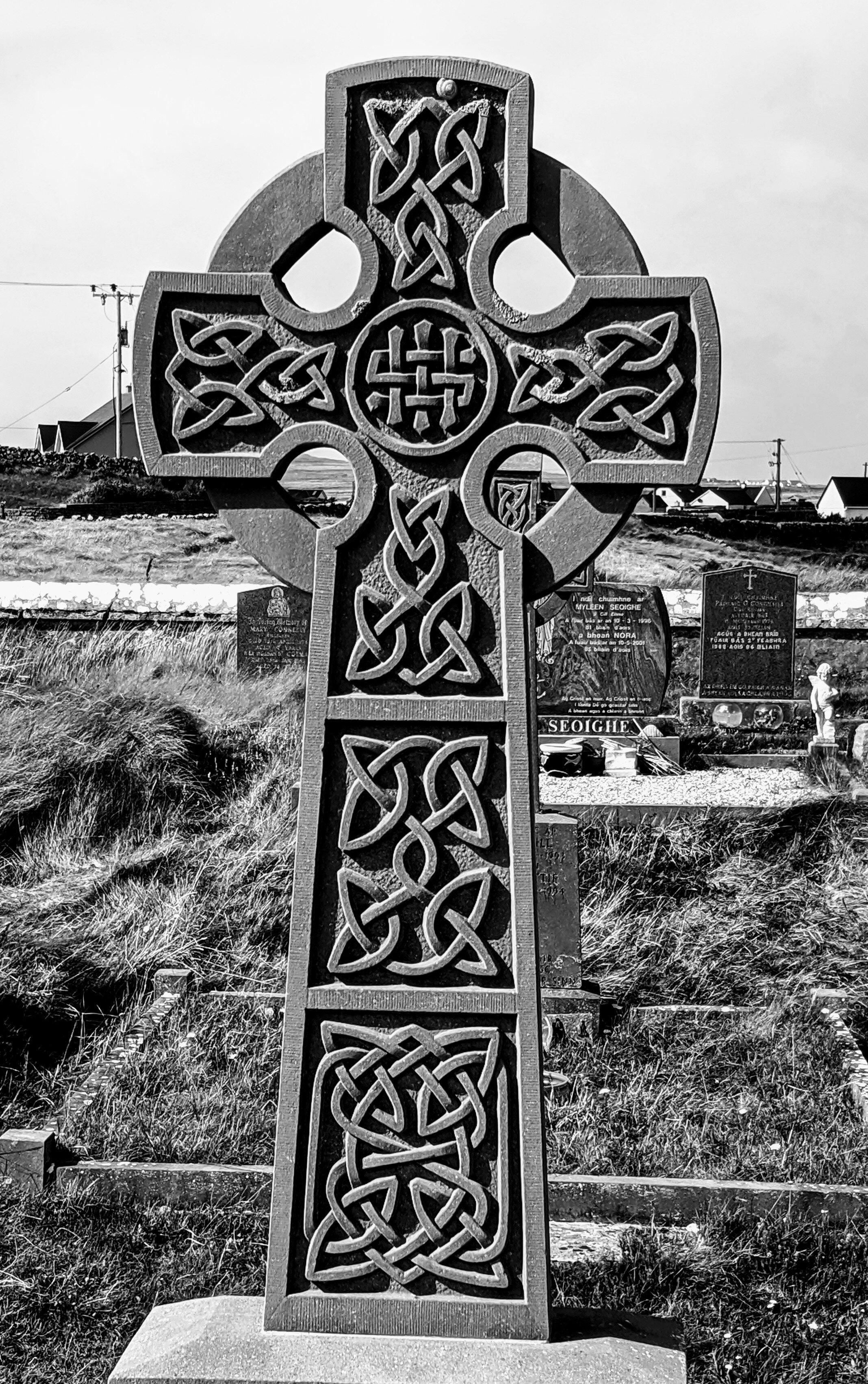 celtic cross b&w.jpg