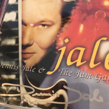 Jale - 1. Dennis is Coming2. Mohair Sam3. Johnny B. Goode4. You Don't Have To Say You Love Me5. I Really Don't Want To Know6. It Hurts Me7. Mean Woman Blues8. Hard Luck9. My Baby Left Me10. Party11. Fame & Fortune12. Hurt13. Halleluja I Love Her So14. I've Lost You15. Separate Ways16. I Can't Help Falling In Love17. Walk A Mile In My Shoes