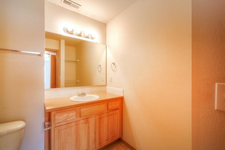 sumner-square-town-homes-bathroom.jpg