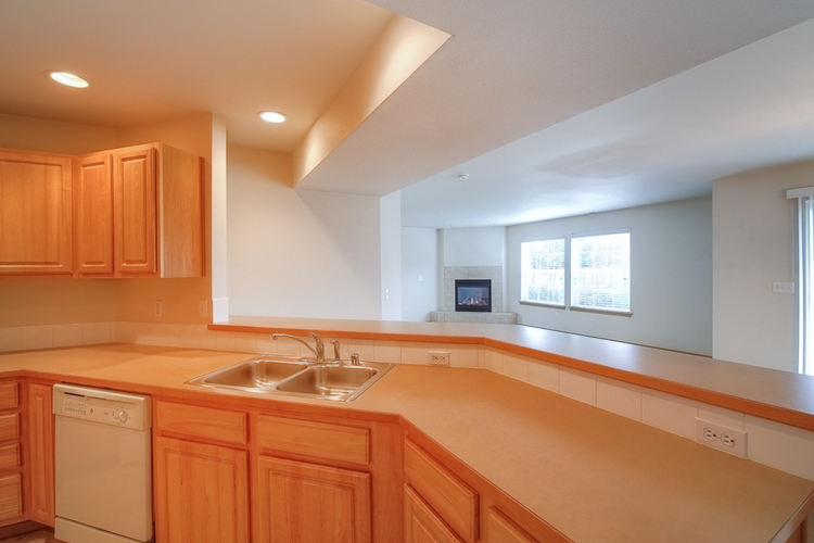 sumner-square-town-homes-kitchen-counter.jpg