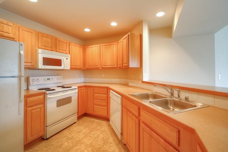 sumner-square-town-homes-kitchen.jpg