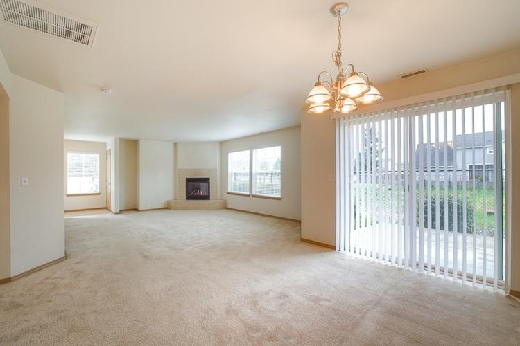 sumner-square-town-homes-living-room.jpg