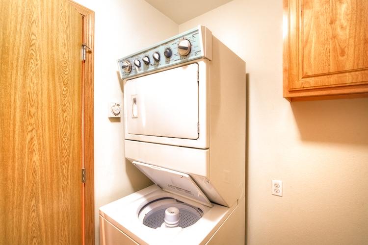 sumner-square-town-homes-washer-dryer.jpg