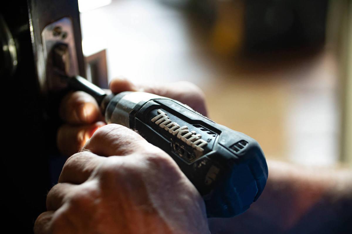 residents-maintenance-screwdriver.jpg