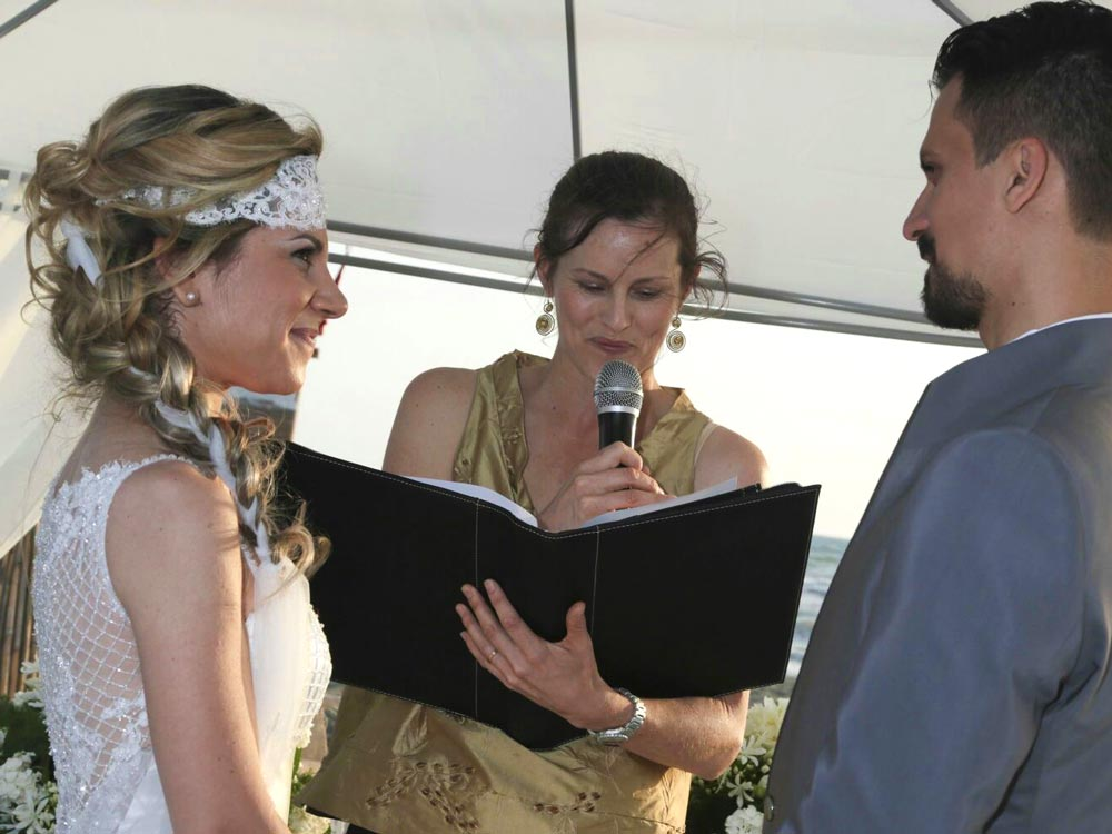 Deliver an inclusive ceremony on your terms - As independent celebrants we can conduct a ceremony anywhere you want, indoors or outdoors. Due to our international backgrounds, we are capable to deliver the ceremony in Italian, English, or both simultaneously if you have international guests. Everyone should be fully included in the proceedings of your celebration.