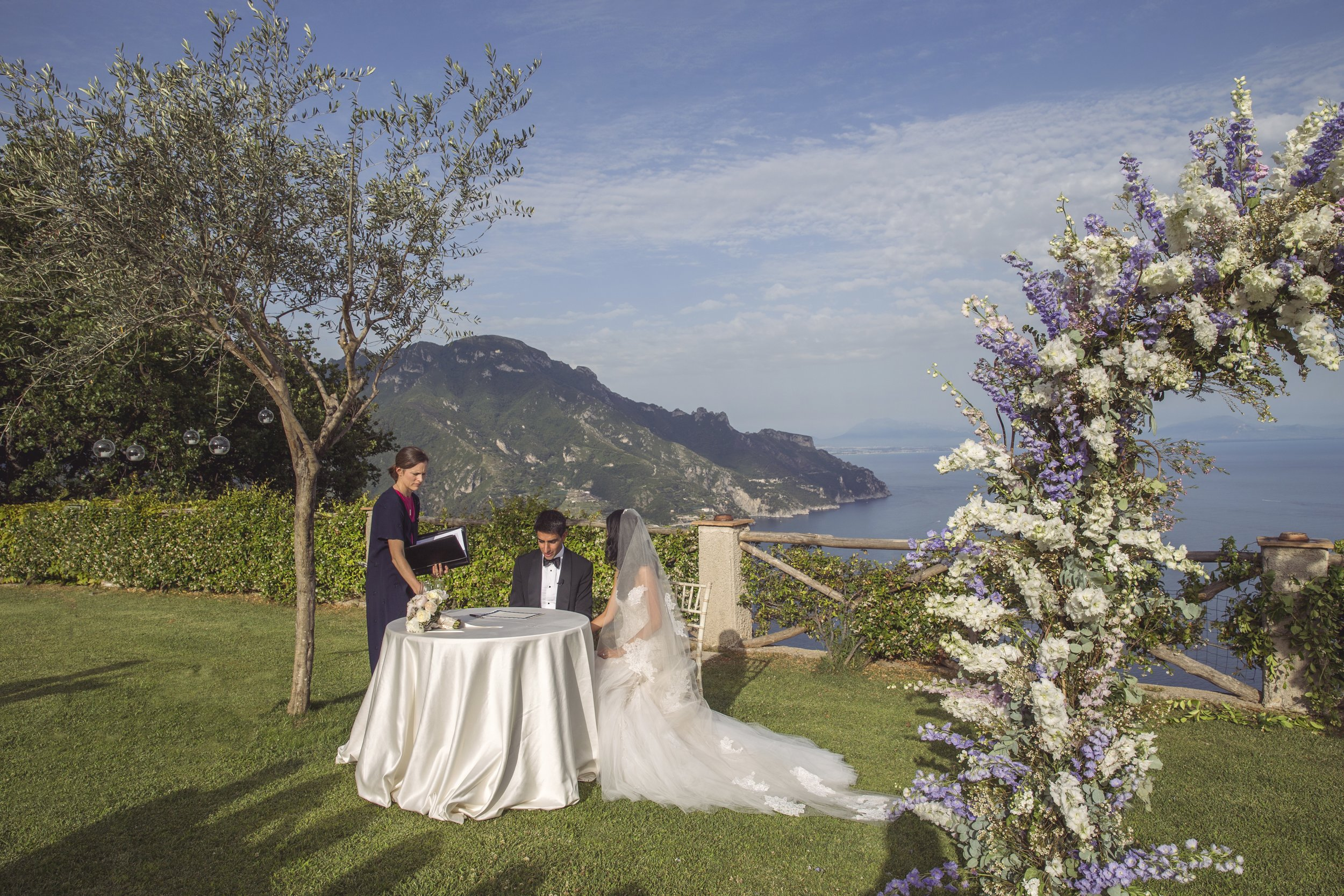 Lucy & Zameer. Villa Cimbrone. Amalfi Experience Wedding Planners. Photo by Joanne Dunn