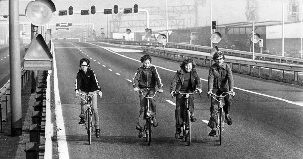 Inquilinism on abandoned roads in the Netherlands, 1973. Image courtesy of Hollandse Hoogte.