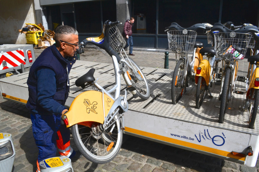 Vehicle relocation: a modern Sisyphus redistributing shared bicycles to uphill stations in Brussels. Picture by TIMB.