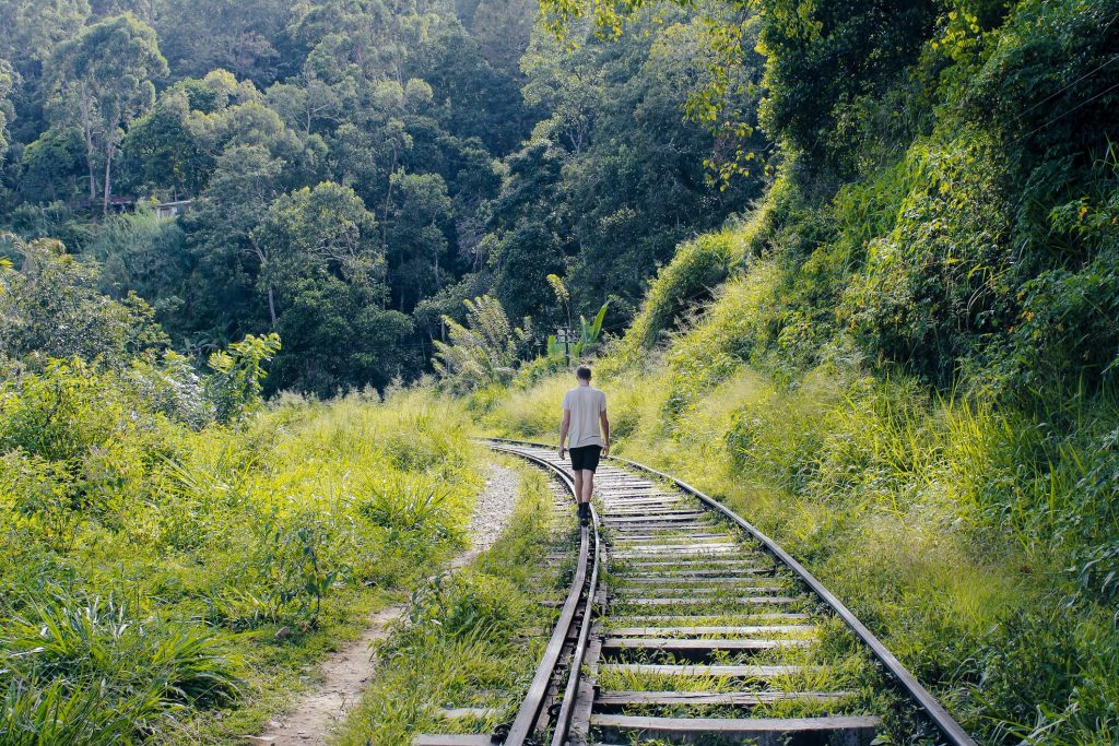 ferrovie-abbandonate-a-piedi-1024x683.jpg