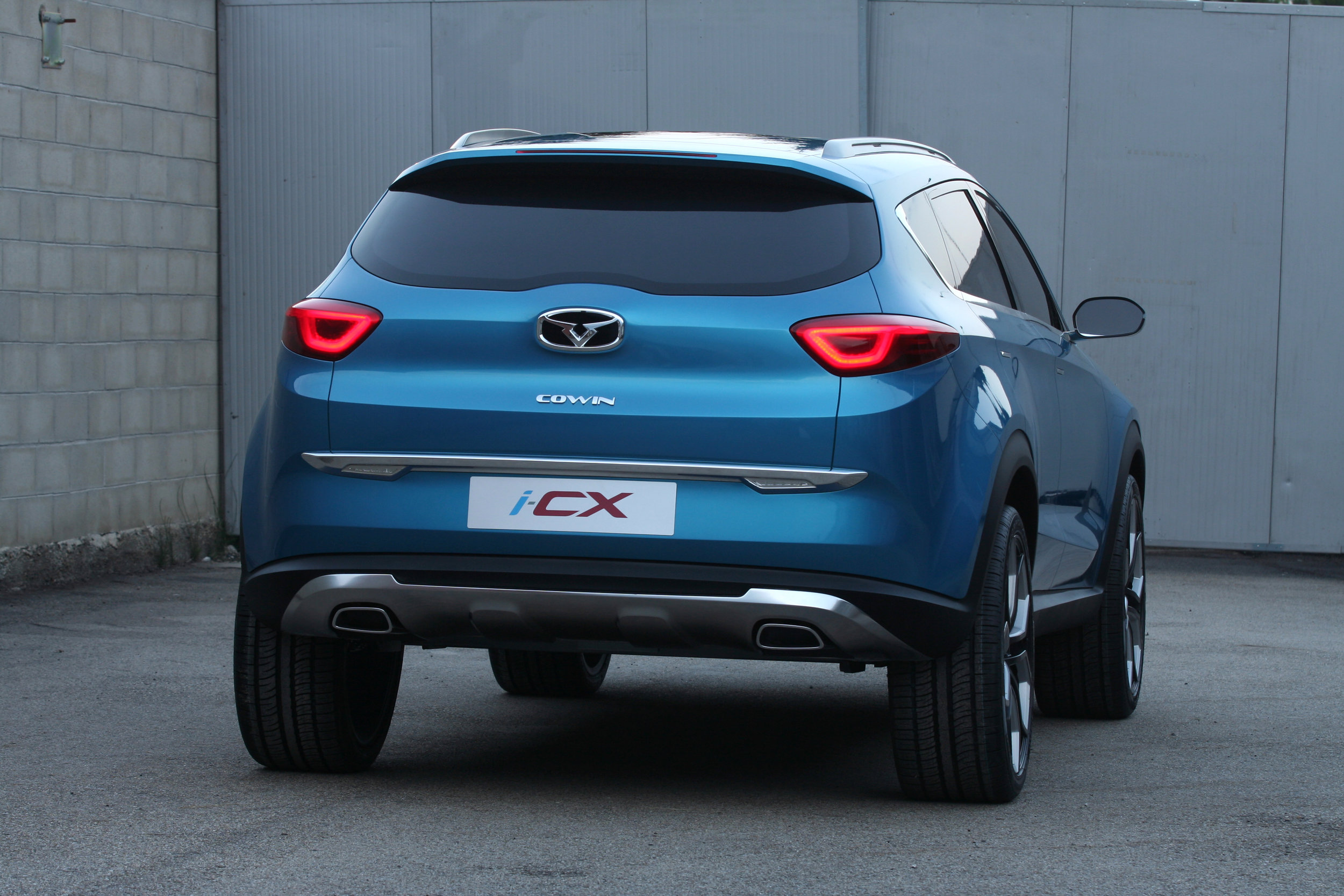 The rear design combines simplicity with proportions that convey muscularity and great stance.