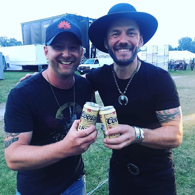 I've worked on my craft as a musician for years to give my fans the best possible show every night, and @CoorsBanquetCanada has been doing the same for 146 years now. @timhicksmusic and I enjoyed one of the newly released Heritage cans after both of us performed at #rockontheriver #CoorsCountry #ad  #congregationmusic #theroadhammers #coorsbanquet