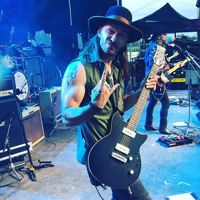 When your making a stupid face and your tour manager @a_damn_d  takes a picture.... #rocknroll #bigwreck #theroadhammers #rocktheboatfestival