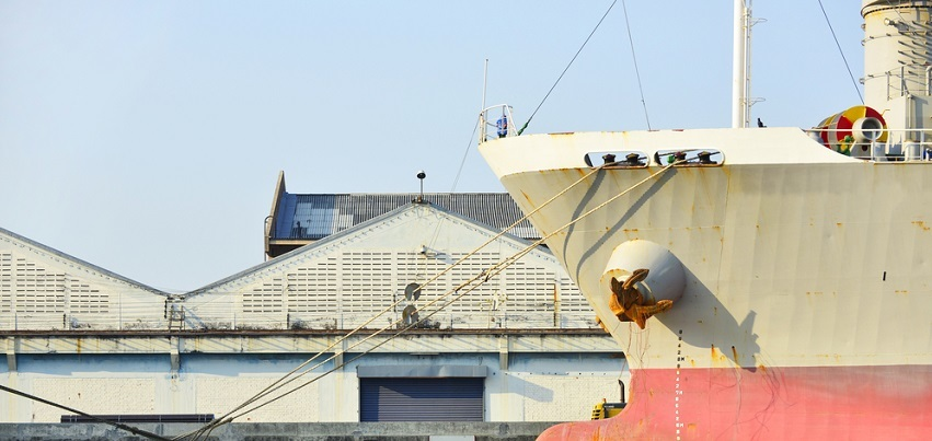 Worker alleges vessel operator's negligence caused injury.jpg