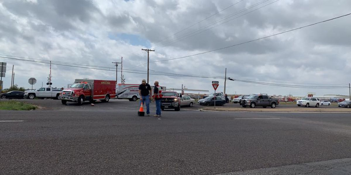 Two people were injured after a two-vehicle wreck on Oct 1 (Source: Levelland & Hockley County News-Press)