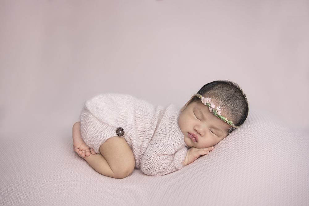 Baby newborn girl photography