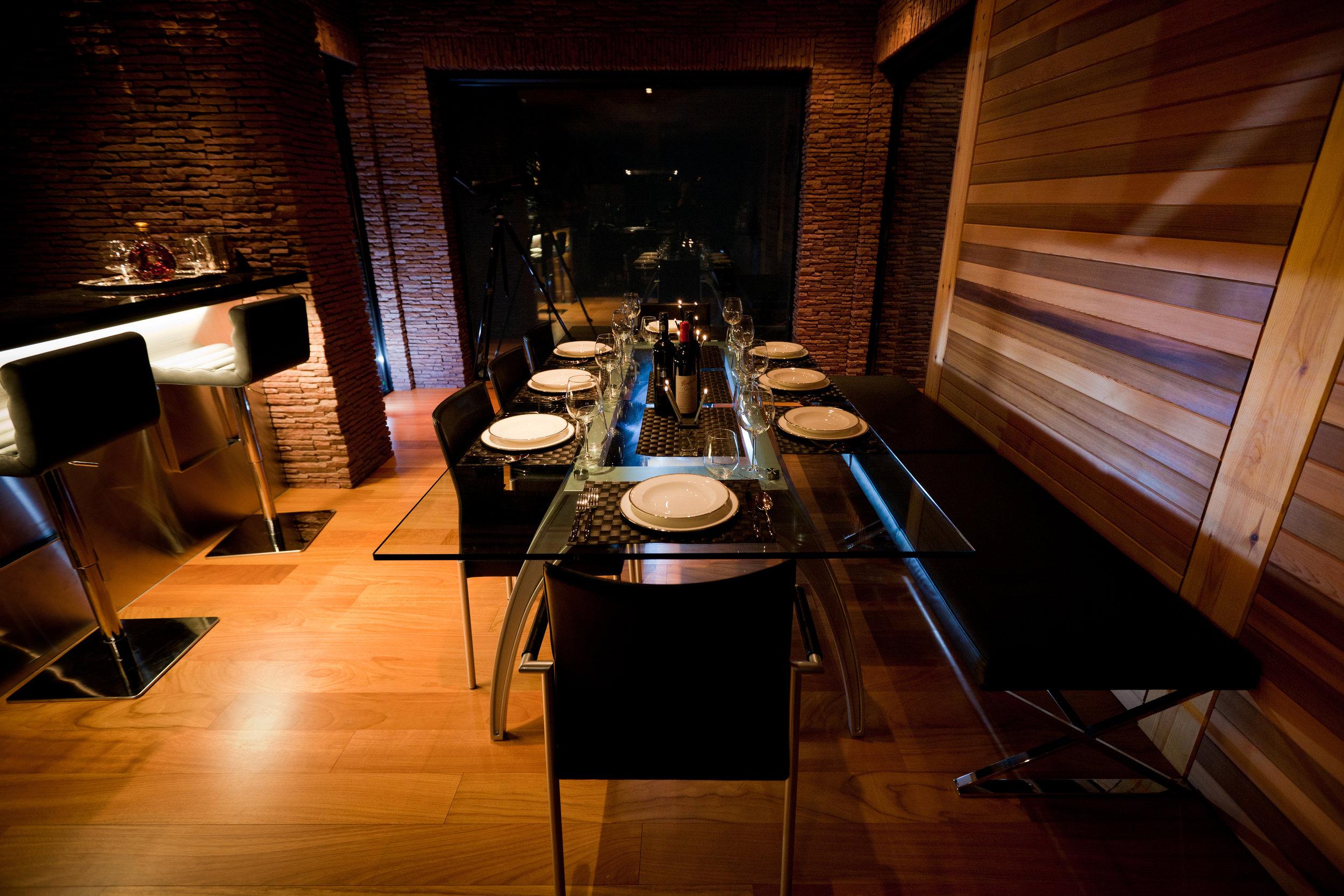 Dining Table HD.jpg