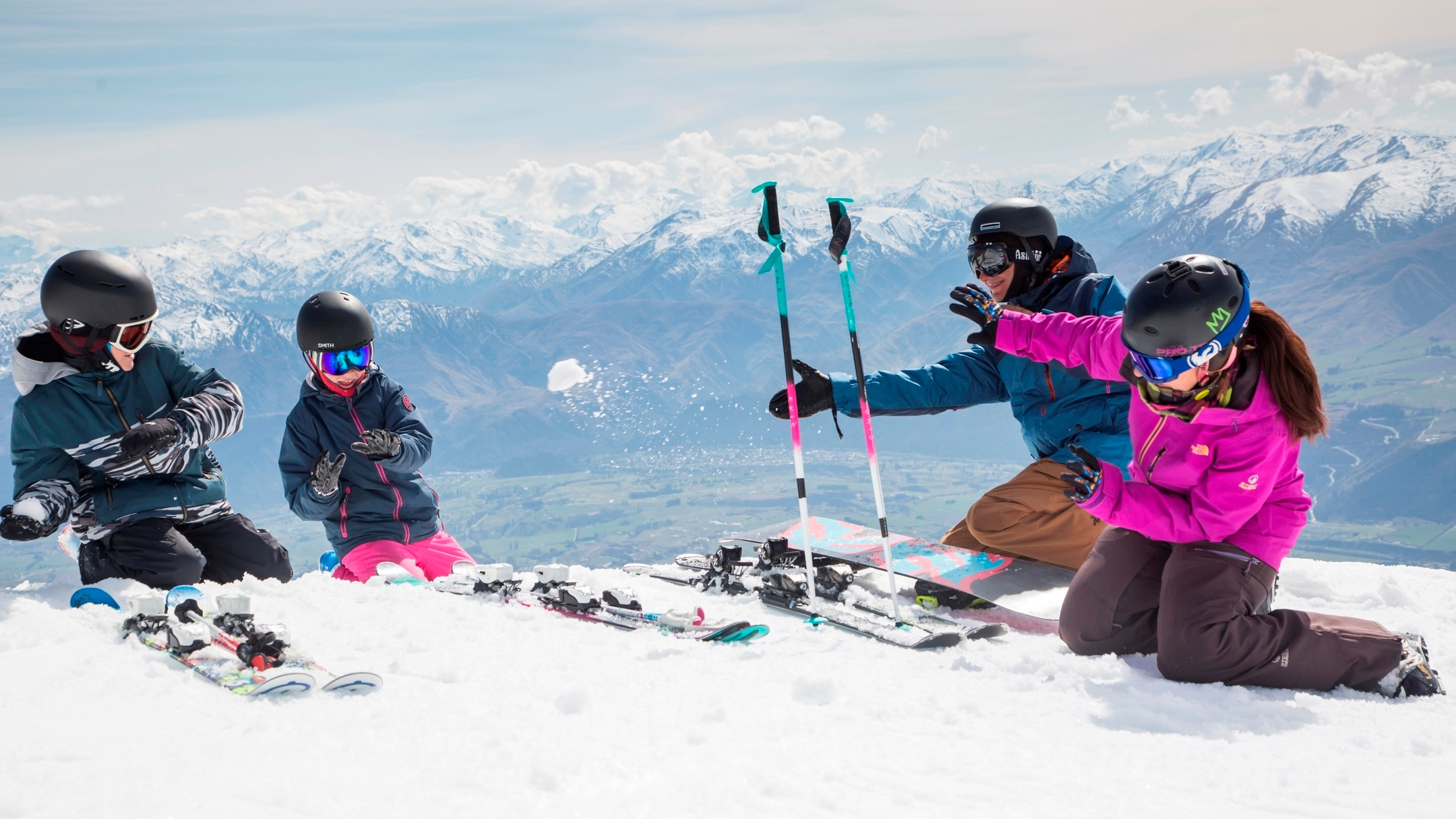 Mabey+Ski_New+Zealand_Queenstown_The+Remarkables_Family+Ski_1.jpg