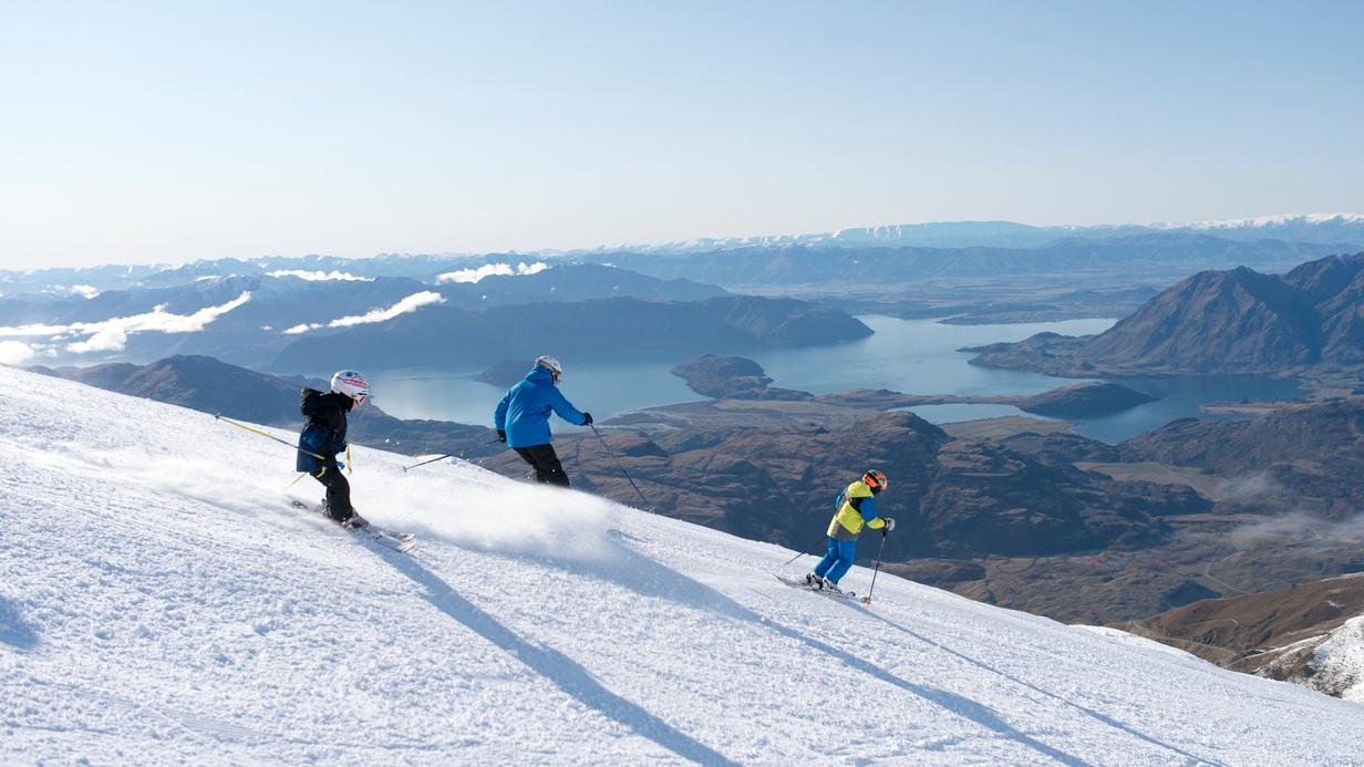 Mabey+Ski_New+Zealand_Wanaka_Treble+Cone_Family_2.jpg