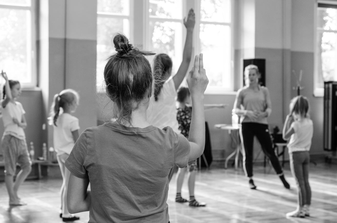 Warsztaty - Dbając o rozwój naszych tancerzy, organizujemy także cykliczne warsztaty stacjonarne, które odbywają się weekendowo poza regularnymi treningami. Doskonała forma doskonalenia umiejętności i zastrzyk nowej wiedzy.
