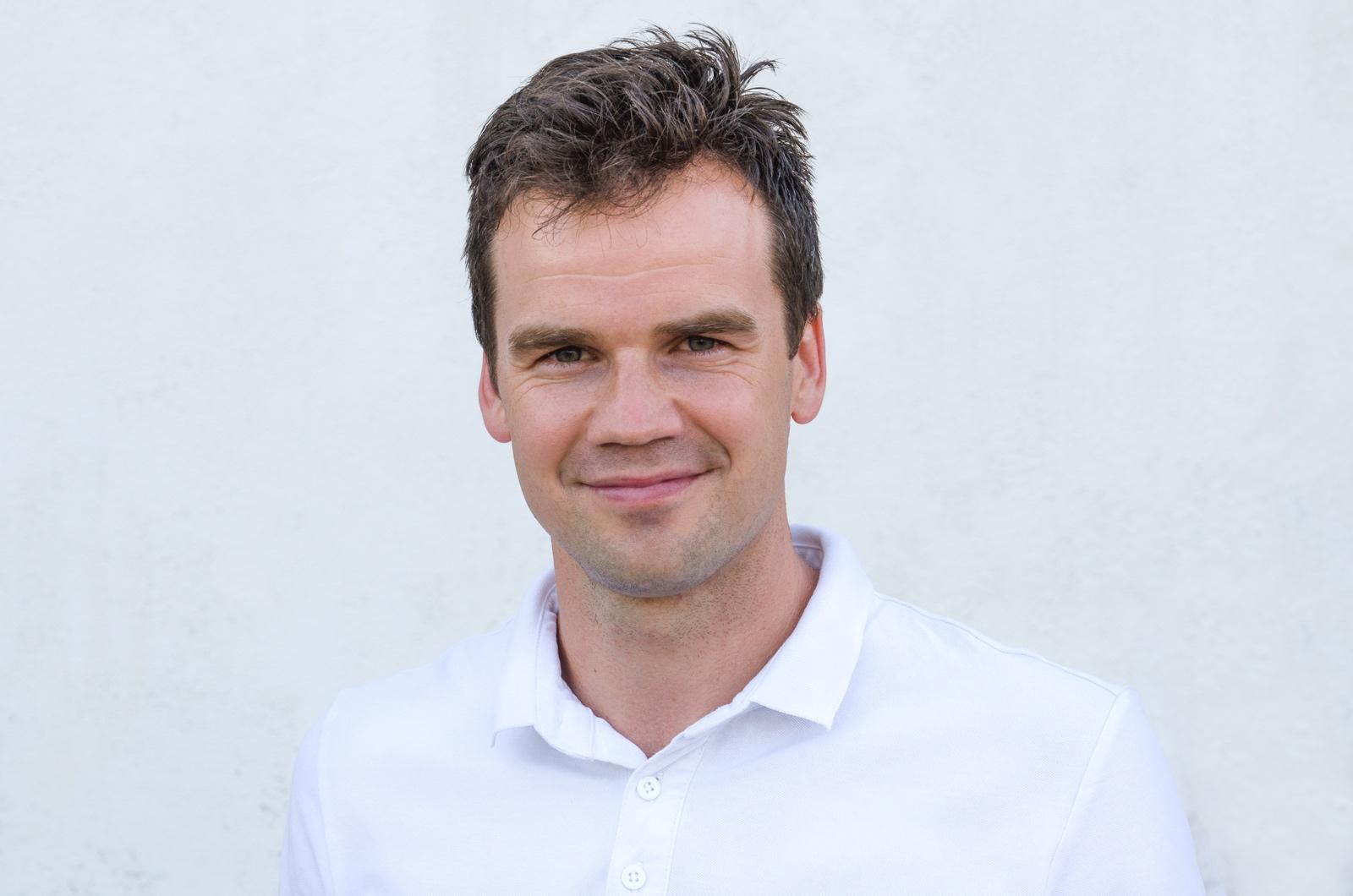 Łukasz Jaśkiewicz - Dietetyk i edukator żywieniowy. Pasjonat zdrowego stylu życia. Na co dzień jest także sportowcem, prowadzi warsztaty i szkolenia, interesuje się edukacją żywieniową najmłodszych, być może również przyszłych mistrzów…