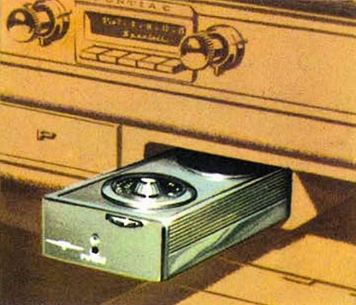 1960-Pontiac-Sportable-radio.jpg