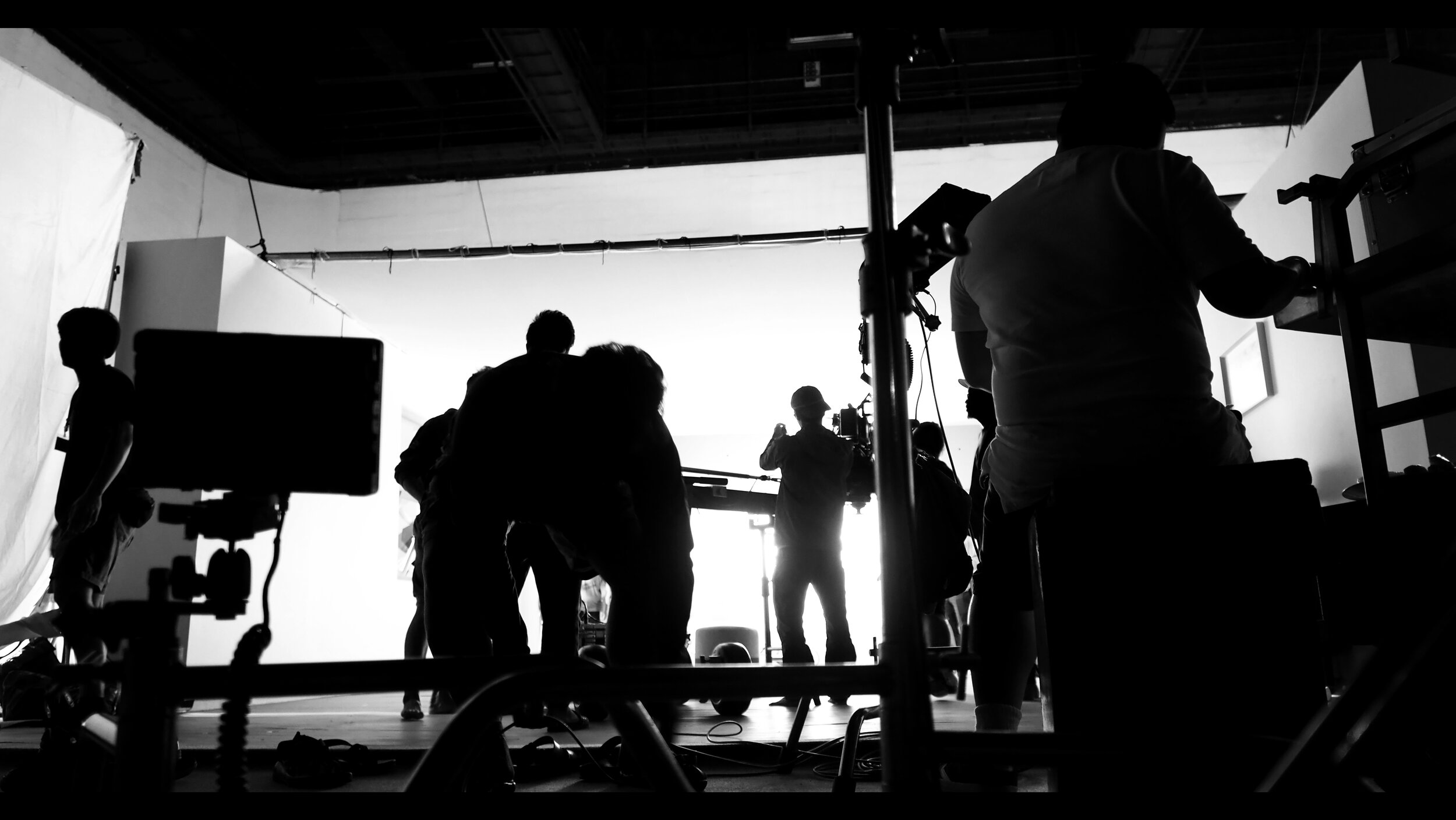 silhoutte-images-of-video-production-and-lighting--DZN5X6X.jpg